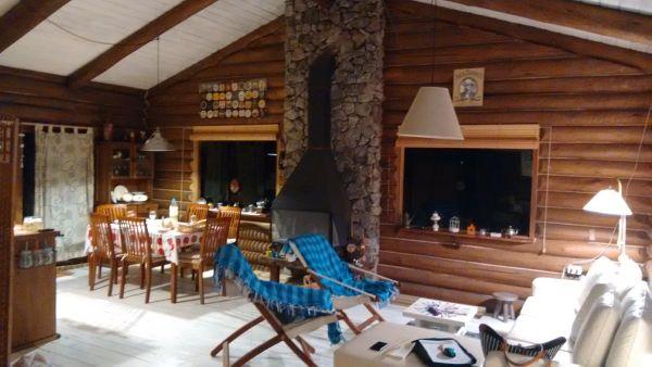 Hermosa cabaña de troncos